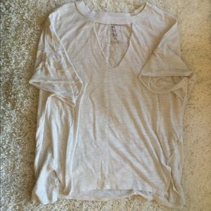 FREE PEOPLE v neck XS tee